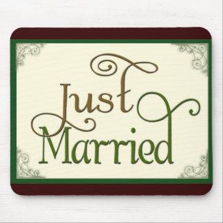 Apenas casado en fuente de la diversión del remoli tapetes de raton