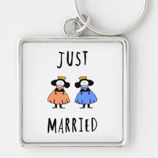Apenas casado llavero cuadrado plateado
