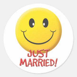 Apenas casado pegatinas redondas