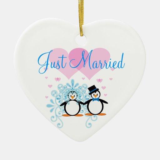 Apenas casado - personalizable adorno navideño de cerámica en forma de corazón