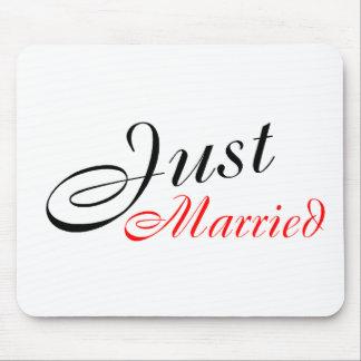 Apenas casado (rojo) tapete de ratones