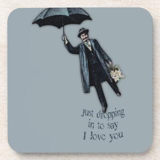 Apenas cayendo en tarjeta del día de San Valentín Posavasos De Bebida