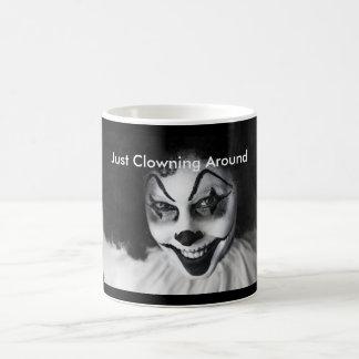 Apenas Clowning alrededor taza