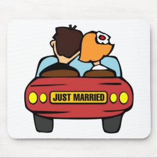 Apenas coche casado tapete de raton
