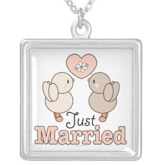 Apenas collar casado de los pájaros del amor