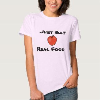 Apenas coma la comida real remera