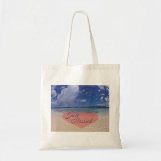 Apenas corazón casado en la playa bolsa tela barata