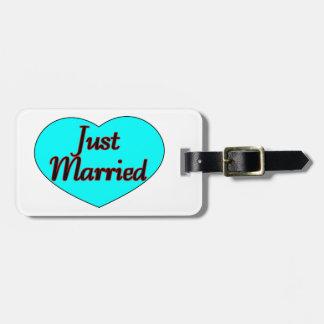 Apenas corazón casado etiquetas de maletas
