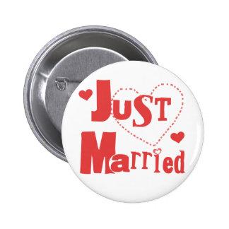 Apenas corazón rojo casado pin