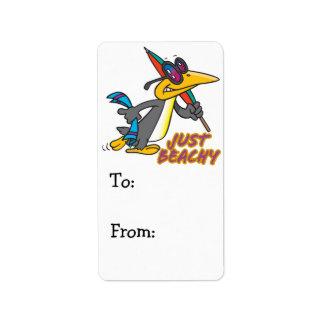 apenas dibujo animado tonto del pingüino con playa etiquetas de dirección