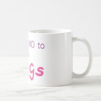 Apenas diga no (el rosa) taza básica blanca