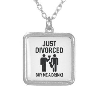 Apenas divorciado collar plateado