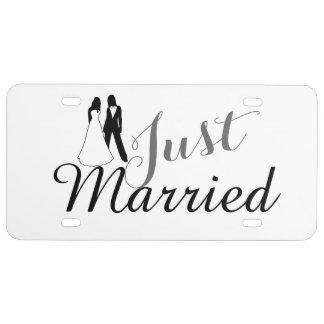 Apenas el casarse casado de dos novias placa de matrícula