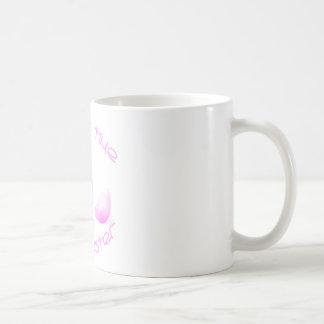 Apenas en tiempo-chica taza de café
