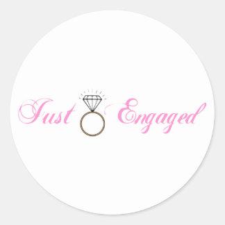 Apenas enganchado (anillo de compromiso del pegatina redonda