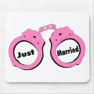 Apenas esposas casadas del rosa tapete de raton