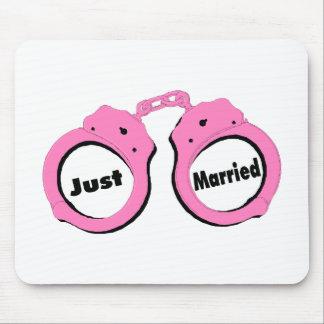 Apenas esposas casadas mousepads