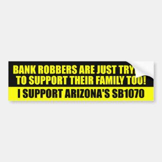 Apenas están intentando apoyar a sus familias pegatina de parachoque