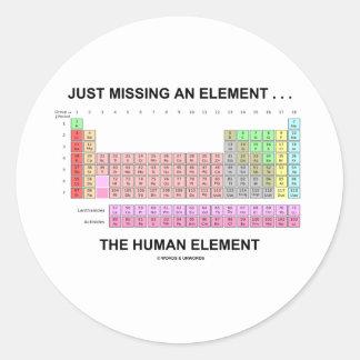 Apenas faltando un elemento… el elemento humano pegatina redonda
