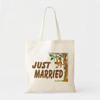 Apenas fiebre de selva casada bolsas