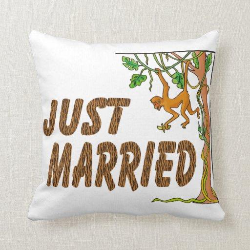 Apenas fiebre de selva casada cojín