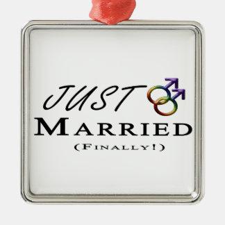 Apenas (finalmente) orgullo gay casado adorno cuadrado plateado
