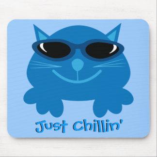 Apenas gato azul de Chillin con las gafas de sol Tapete De Ratón