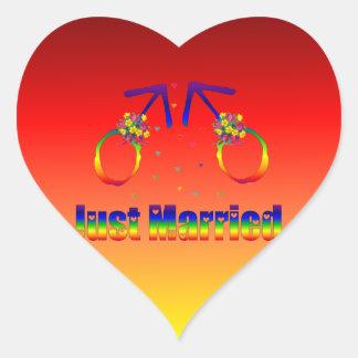 Apenas hombres gay casados calcomanía de corazón personalizadas
