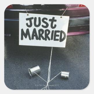 Apenas la muestra casada encendido apoya del coche pegatina cuadrada