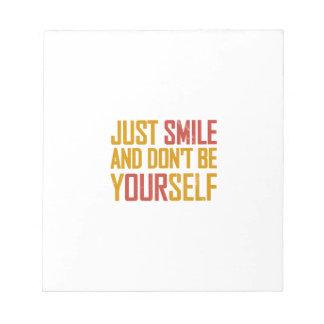 Apenas la sonrisa y no es usted mismo bloc de papel