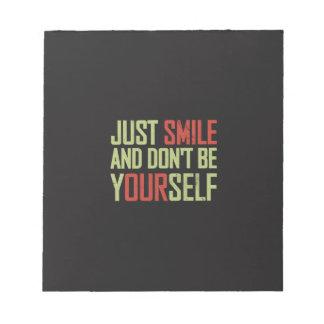 Apenas la sonrisa y no es usted mismo blocs