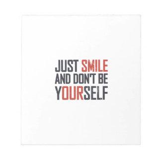 Apenas la sonrisa y no es usted mismo blocs de notas