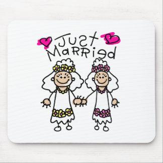 Apenas lesbianas casadas mousepads