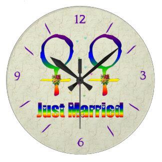 Apenas lesbianas casadas relojes