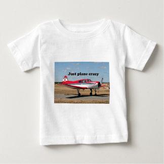 Apenas loco plano: Aviones de los yacs Playera De Bebé
