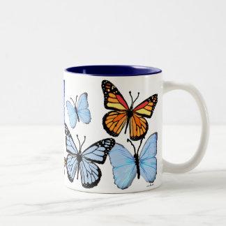 Apenas mariposas taza dos tonos