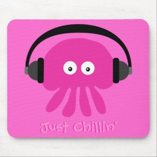Apenas medusas rosadas de Chillin con los auricula Tapetes De Ratones