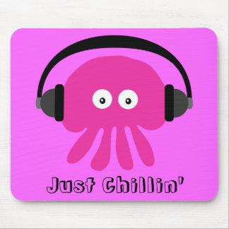 Apenas medusas rosadas de Chillin con los auricula Tapete De Ratón