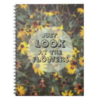 Apenas mire el Geeky divertido de las flores Libros De Apuntes
