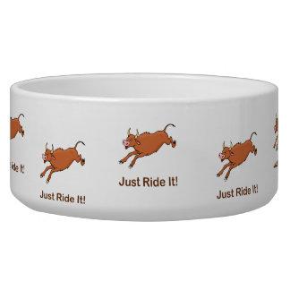 Apenas móntelo con Brown Bucking Bull Tazon Para Perro