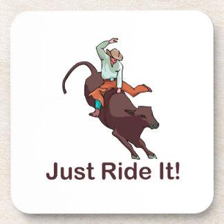 Apenas móntelo vaquero y Bull Posavaso