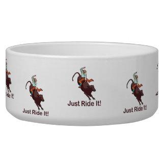 Apenas móntelo vaquero y Bull Tazones Para Perrros