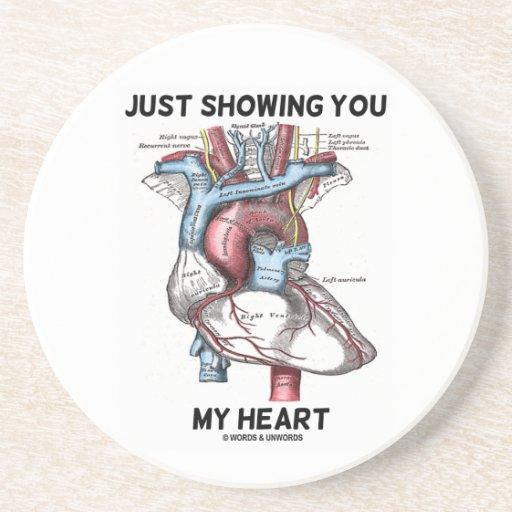 Apenas mostrándole mi corazón (corazón anatómico) posavasos personalizados
