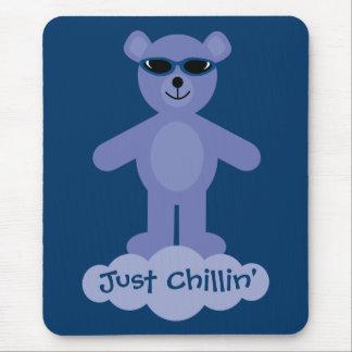 Apenas oso de peluche azul de Chillin con las gafa Alfombrillas De Raton