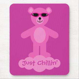 Apenas oso de peluche rosado de Chillin con las ga Alfombrilla De Ratones