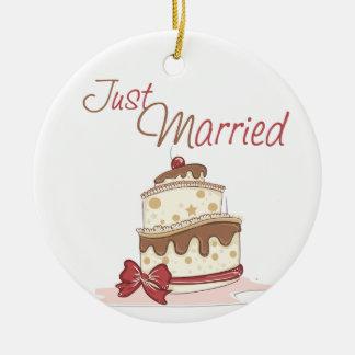 Apenas pastel de bodas casado adorno redondo de cerámica