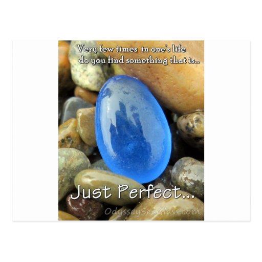 """""""Apenas perfeccione"""" el vidrio azul del mar Tarjeta Postal"""