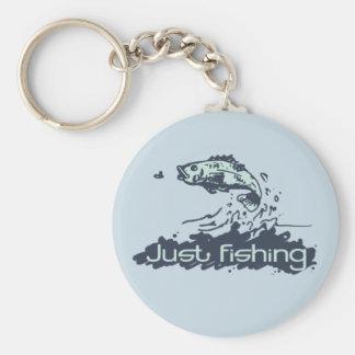 Apenas pesca de llavero