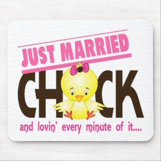 Apenas polluelo casado tapetes de raton