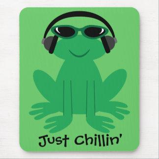 Apenas rana de Chillin con los auriculares Tapete De Raton